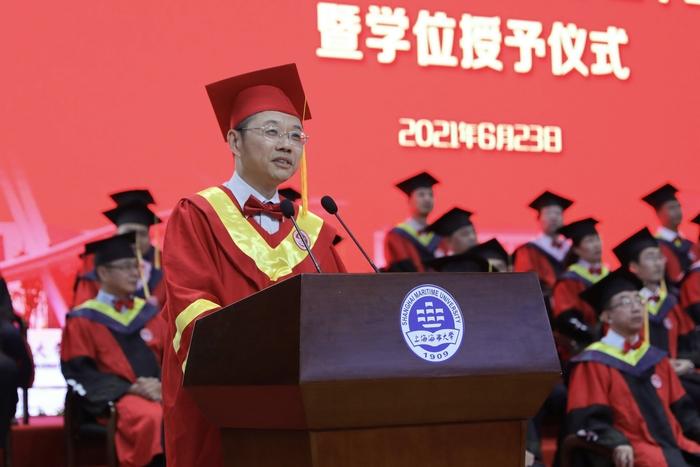 """校长陆靖发表题为""""初心映征程,青春再出发""""的演讲"""