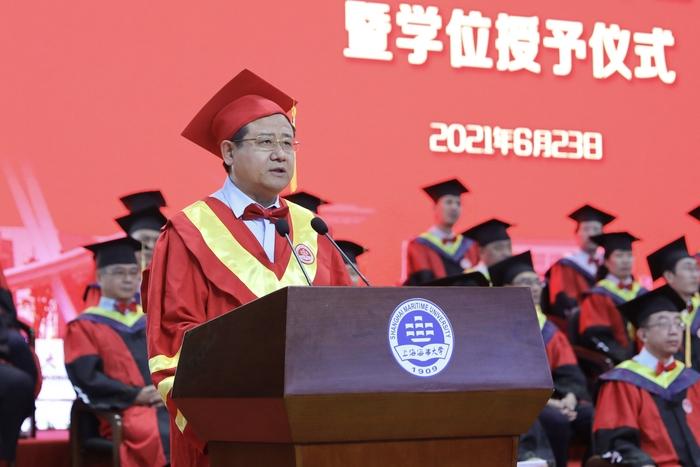 宋宝儒书记宣读2021届优秀毕业生表彰决定